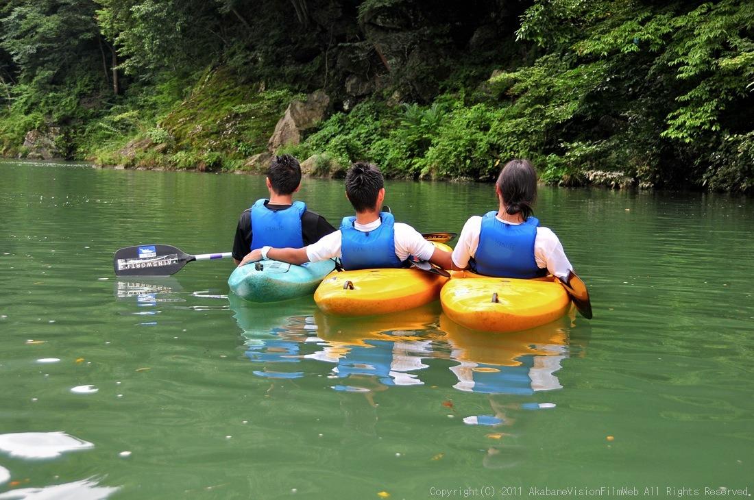 CREDIT camp for kids 2011VOL10:Day3カヌーライドその3クリフジャンプ〜帰還_b0065730_9111849.jpg