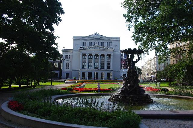 リガの旧市街散策、そしてエストニアのタリンへ_c0011649_11245922.jpg