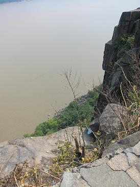 ハドソン川が絶景な、崖の上のカフェ_d0240098_846622.jpg