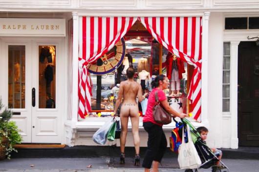 ニューヨークの日常をありのままの姿で描くNue York by Erica Simone_b0007805_23215565.jpg