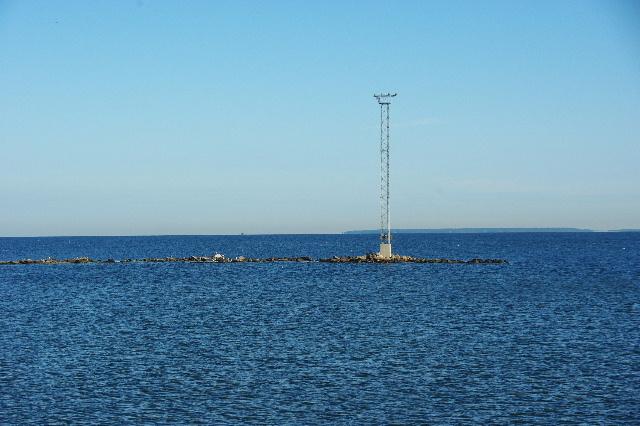 タリンの港に行き、バルト海を眺める_c0011649_17264.jpg
