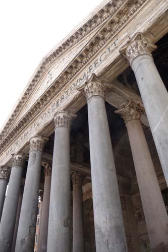 ローマで遺跡に囲まれています_f0106597_1681478.jpg