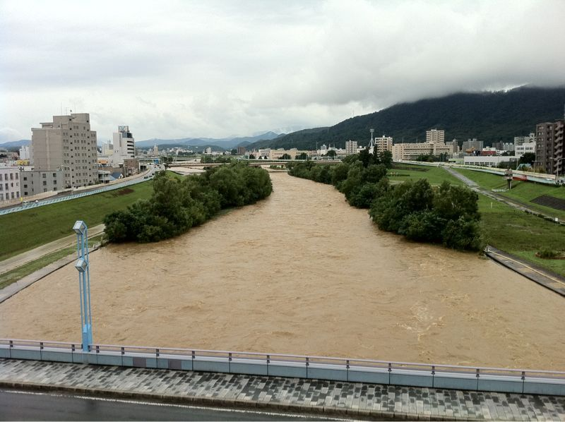 Toyohira River flooding_e0014773_2035118.jpg