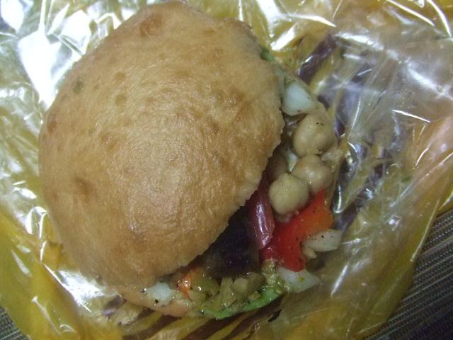 ハニーズベーグル 5種類の野菜とひよこ豆、アボカドのサルササンド_f0076001_23171534.jpg
