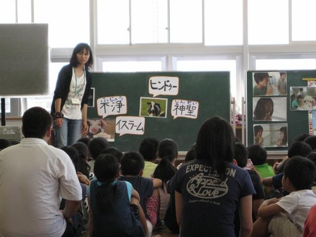 万代長嶺小学校において異文化理解ワークショップを行いました。_c0167632_1752813.jpg