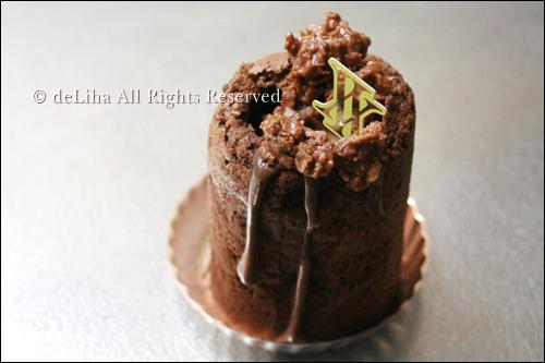 <ユウジ アジキ>・したたるチョコレートケーキ♪_c0131054_21115090.jpg