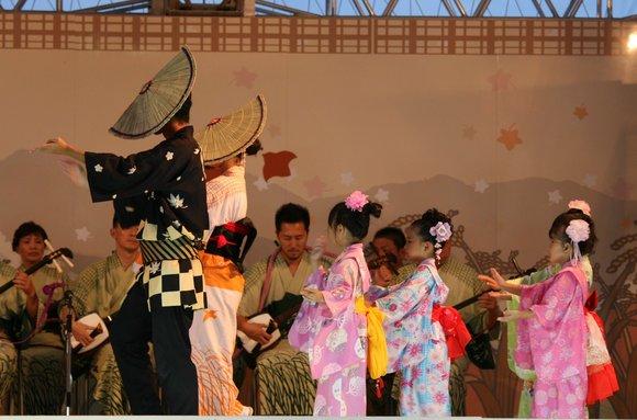 おわら風の盆 2011 4 福島の駅横ステージ_c0196076_16104480.jpg