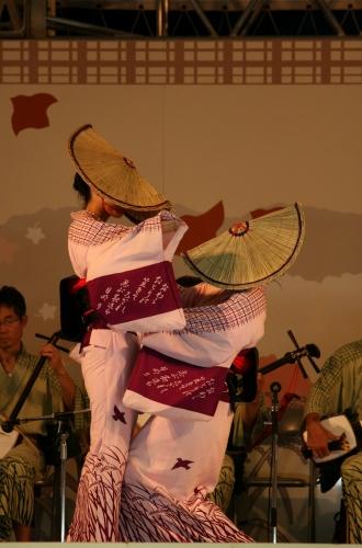 おわら風の盆 2011 4 福島の駅横ステージ_c0196076_1612416.jpg