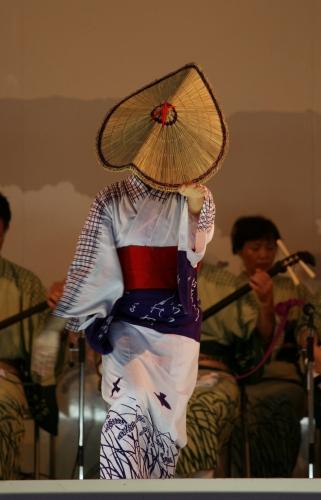 おわら風の盆 2011 4 福島の駅横ステージ_c0196076_168292.jpg