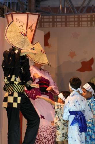 おわら風の盆 2011 4 福島の駅横ステージ_c0196076_1692468.jpg