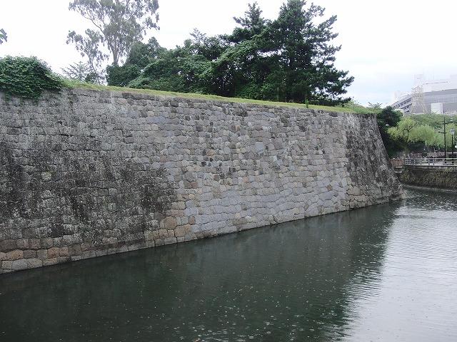 2年前の駿河湾地震による駿府城石垣の崩落と復旧工事_f0141310_859968.jpg