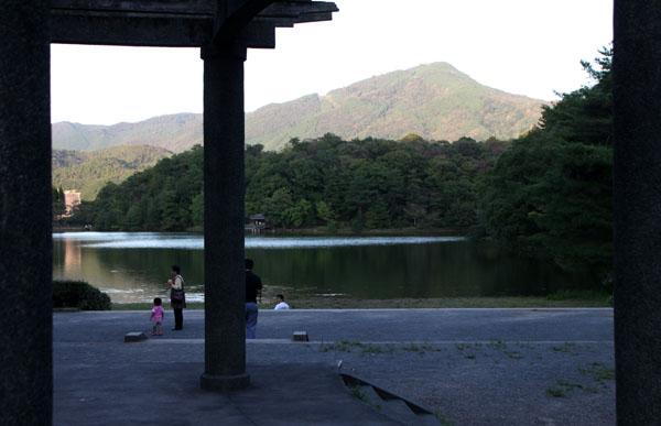 台風一過の 宝が池_e0048413_16313894.jpg