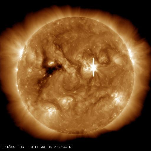 CMEがやって来る!:中規模フレアが地球方向に出たヨ!_e0171614_10535817.jpg