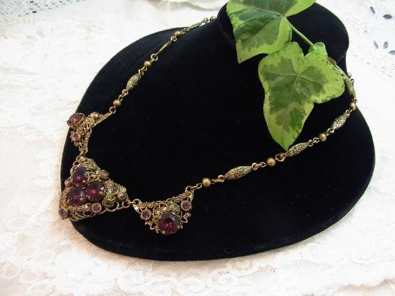 ボルドー色のネックレスで胸元に秋を感じませんか?_d0127182_14371479.jpg