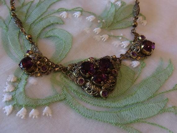 ボルドー色のネックレスで胸元に秋を感じませんか?_d0127182_14533591.jpg