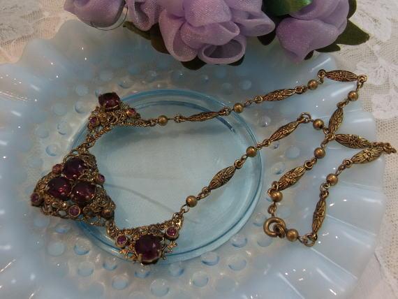 ボルドー色のネックレスで胸元に秋を感じませんか?_d0127182_14583872.jpg