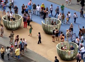 NYタイムズ・スクエアに展示中の体験型アート作品 Meeting Bowls_b0007805_0531446.jpg