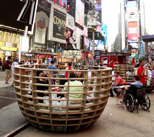 NYタイムズ・スクエアに展示中の体験型アート作品 Meeting Bowls_b0007805_0534049.jpg