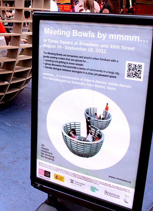 NYタイムズ・スクエアに展示中の体験型アート作品 Meeting Bowls_b0007805_0541453.jpg
