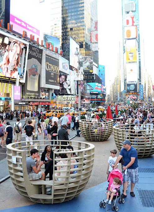 NYタイムズ・スクエアに展示中の体験型アート作品 Meeting Bowls_b0007805_054395.jpg