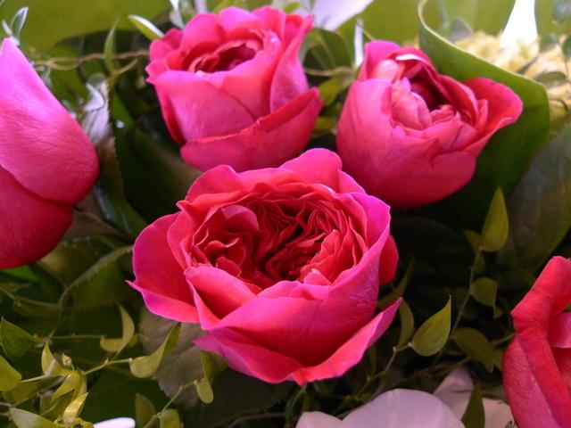 香り高いバラのアレンジ ガラス花器に_b0171193_21415455.jpg