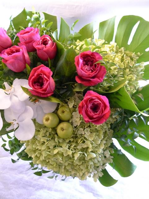 香り高いバラのアレンジ ガラス花器に_b0171193_21423346.jpg