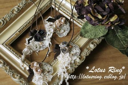 小花とラベルのネックレス*_a0169912_2316143.jpg