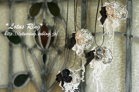 小花とラベルのネックレス*_a0169912_23162425.jpg