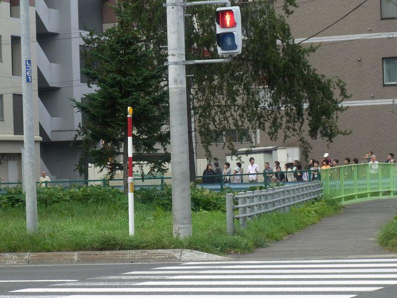 ロイヤル・カーの車列に止められる_c0025115_21273778.jpg