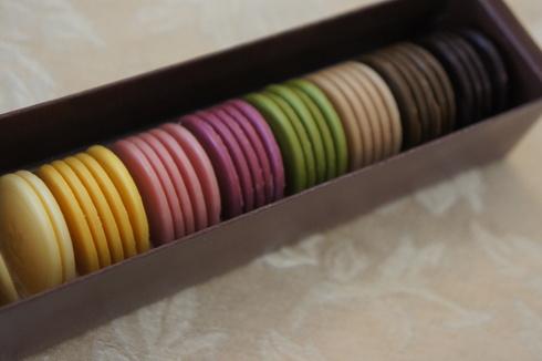 米粉ロールとチョコレートのマカロン_d0210450_917879.jpg