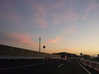 朝に向かう空。国道3号線の午前5時半。_e0188087_194279.jpg