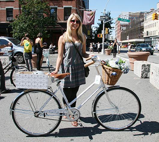 NYのファッション・デザイナー達がデザインした無料レンタル自転車?! Tour de Fashion_b0007805_20184786.jpg