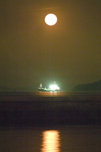 十五夜の浮遊船_c0214542_19552615.jpg