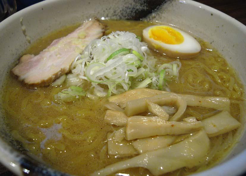 札幌の〆味噌ラ_a0102098_1712478.jpg