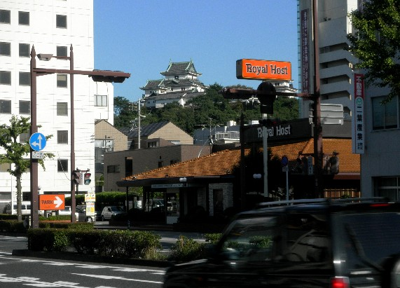 お城の見える街かど_b0093754_23463288.jpg