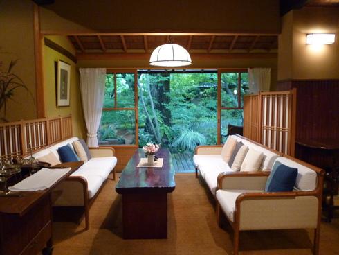 旅の中の小さな旅 湯布院 亀の井別荘_a0053662_16292177.jpg