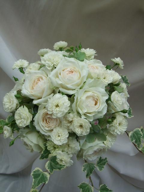 オークリーフ(白薔薇と紫陽花のブーケ)_f0049672_11192332.jpg
