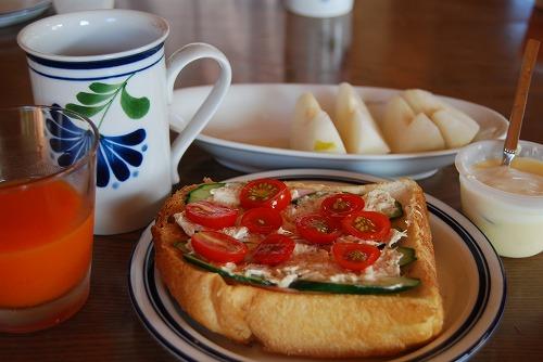 お腹いっぱいの朝食_c0124100_16132893.jpg