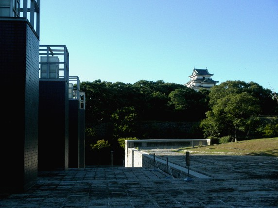 お城の見える街かど_b0093754_233813100.jpg