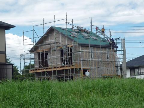 屋根材を敷きつめていきます_a0148909_7303696.jpg
