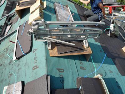 屋根材を敷きつめていきます_a0148909_7311440.jpg
