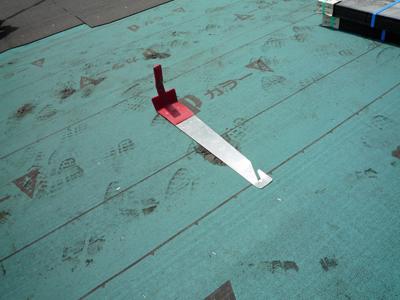 屋根材を敷きつめていきます_a0148909_7341970.jpg
