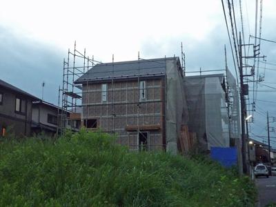 屋根材を敷きつめていきます_a0148909_7363346.jpg