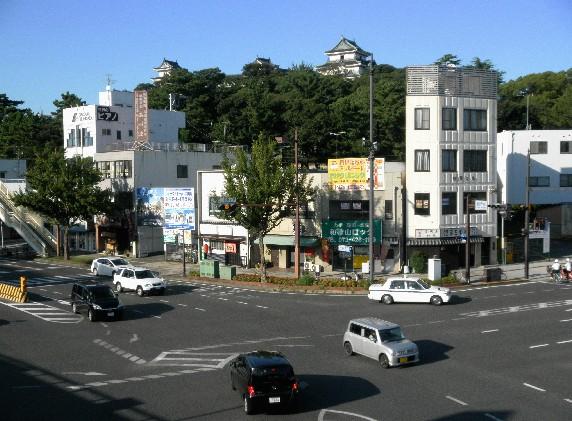 お城の見える街かど_b0093754_23362771.jpg