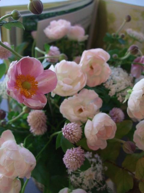 オークリーフ(秋の和花とバラのアレンジメント)_f0049672_11481687.jpg