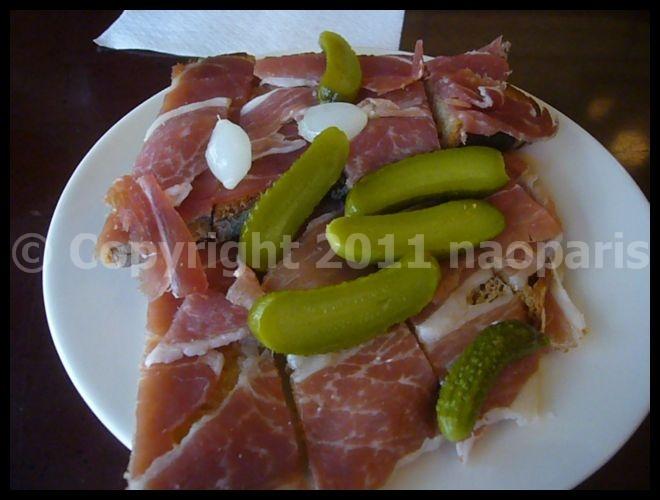 【キャフェアペロ】ポワラーヌのタルティーヌとワインが美味い(PARIS)_a0014299_21345372.jpg