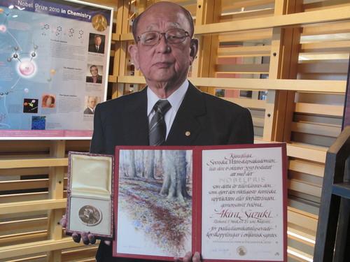 2010年ノーベル化学賞受賞鈴木 章先生から皆様へ贈るメッセージ_c0075701_20463554.jpg