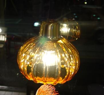 あめ色ガラスの小ぶりなペンダントライト 入荷!_a0096367_18294572.jpg