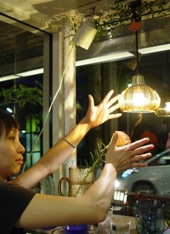 あめ色ガラスの小ぶりなペンダントライト 入荷!_a0096367_18303529.jpg