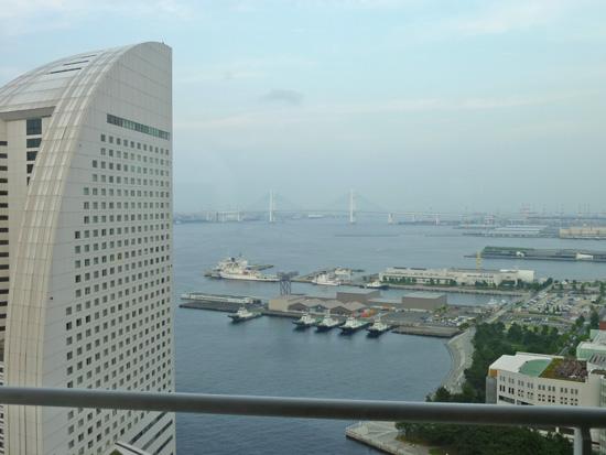 パンパシフィック横浜ベイホテル東急の「パシフィックラウンジ」_f0054556_1944453.jpg